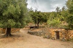 By- och stenbyggnader på Tuvarelli i Korsika Arkivbilder