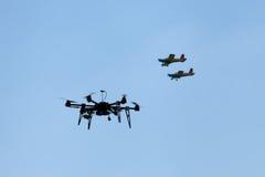 Och surrflygplan i flykten Arkivfoto