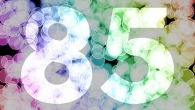 Ochenta y cuatro a ochenta y cinco años de cumpleaños se descoloran la animación de in/out con el fondo de mudanza del bokeh de l ilustración del vector