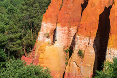 Ocher formacje robić blisko Rousillon wioski, Provence, Francja Obrazy Stock