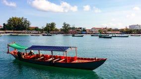 Ochheuteal Wyrzucać na brzeg, Sihanoukville od na morzu łodzi zdjęcie stock