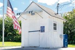 Ochopee stolpe - kontor på den Tamiami slingan, Everglades, Florida Arkivfoton