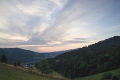 Ochotnica dal i Gorce berg, för soluppgång Arkivfoto