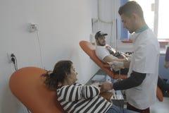 Ochotnicze krwionośne darowizny dla 184 raniącego w Bucharest Colectiv klubu nocnego ogieniu Obraz Stock