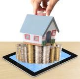 Ochrania Twój dom w ręce Obraz Stock