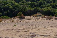 Ochraniający żółwia gniazdeczko na plaży na żółw wyspie, Zakynthos wyspa, Grecja zdjęcia stock