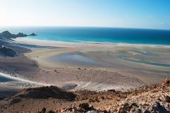 Ochraniający teren Qalansia plaża laguna piasek diuny i góry, Socotra, Jemen zdjęcia stock