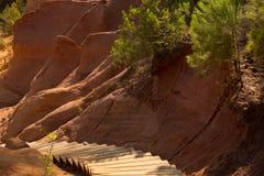 Ochre σκαλοπάτια, Rousillon, Γαλλία Στοκ φωτογραφία με δικαίωμα ελεύθερης χρήσης