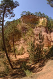 Ochre λόφοι της Roussillon στην Προβηγκία Στοκ Εικόνες