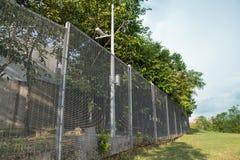 Ochrona fechtunek przy mieszkaniową społecznością Zdjęcie Royalty Free