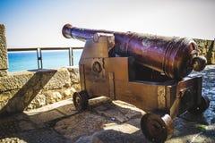 Ochrona, Hiszpański działo wskazuje out denny forteca obrazy stock