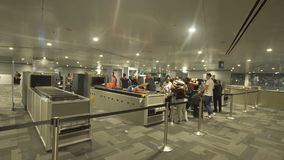 Ochrona i paszportowa kontrola w lotnisku w Doha, Katar zdjęcie stock