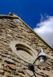 Ochrona lampion widzieć dołączającymi wejście stary kasztel i obrazy stock