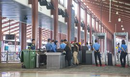 Ochrona lotniska punkt kontrolny w Dżakarta Zdjęcia Royalty Free