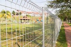 Ochrona rubieżny fechtunek przy mieszkaniową społecznością Zdjęcia Royalty Free
