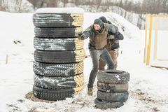 Ochroniarz i VIP ochrony ochrony ludzie Bojowy armatni mknący szkolenie obrazy stock