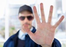 Ochroniarz outside z ręki przerwy gestem obraz royalty free