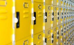 Ochrony, bezpieczeństwa i magazynu pojęcie, - szkoła lub gym koloru żółtego meta Obraz Stock