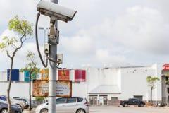 Ochrony CCTV kamery działanie na drodze i zamazujący samochodu pa obrazy stock