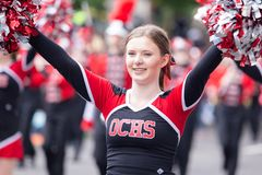 OCHS Cheerleader bij de parade stock foto