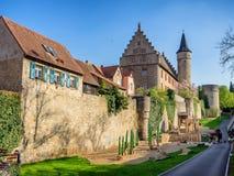 Ochsenfurt ist ein kleines Dorf durch Fluss Hauptleitung Lizenzfreies Stockfoto