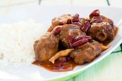 Ochsenschwanz-Eintopfgericht mit Reis Stockfoto