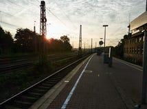 Ochtend bij een klein station in Duitsland stock fotografie