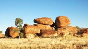 Ochtend bij het Marmer van de Duivel in Australië stock footage