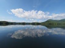 Ochtend cloudscape over Meer Santeetlah royalty-vrije stock foto's