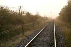Ochtend door spoorwegsporen Stock Afbeeldingen