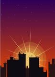 Ochtend en het toenemen zon met silhouet van huizen Stock Fotografie
