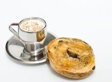 Ochtend Java en Ongezuurd broodje Stock Foto