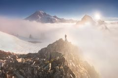 Ochtend lichte hoogte boven de wolkenlaag op Regenachtiger Onderstel Mooi Paradise-gebied, de staat van Washington, de V.S. stock fotografie