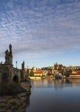 Ochtend, mening over het Kasteel van Praag, oude stad en brug praag Tsjechische Republiek, Europese reis Royalty-vrije Stock Foto's
