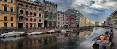 Ochtend op de Moika-Rivier in St. Petersburg Royalty-vrije Stock Foto's