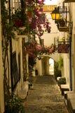 Ochtend, straat van Cadaques, Costa Brava stock afbeelding