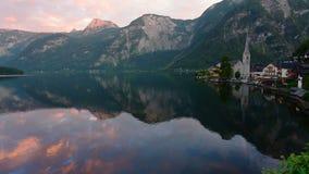 Ochtend van Hallstatt wordt geschoten - schoonheid van Alpen die stock footage