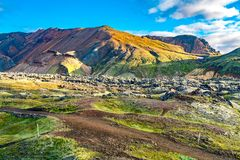 Ochtendlicht op de mooie berg in Landmannalaugar stock foto