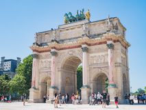 Ochtendmening van mooi Arc de Triomphe du Carrousel in Parijs stock afbeelding