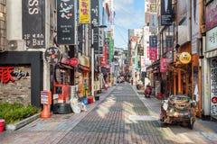 Ochtendmening van uithangborden op verlaten straat, Busan stock fotografie