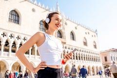 Ochtendoefening in de oude stad van Venetië royalty-vrije stock fotografie