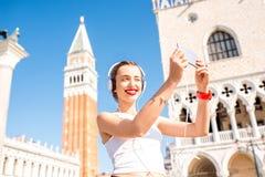 Ochtendoefening in de oude stad van Venetië stock afbeeldingen