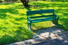 Ochtendontspanning in tuin royalty-vrije stock foto
