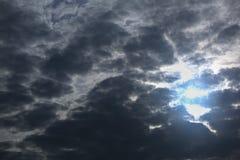 Ochtendonweerswolken Stock Afbeeldingen