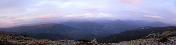 Ochtendpanorama van de bergen stock foto
