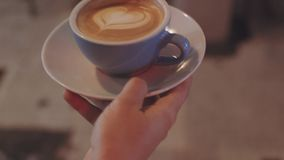 Ochtendroutine in cafetaria stock footage