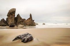 Ochtendscène bij een strand van Oregon in het Vreedzame Noordwesten Stock Afbeelding