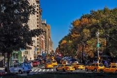 Ochtendverkeer langs het het Central Parkwesten van de Stad van New York stock foto's
