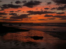 ociągający zachód słońca na plaży, Fotografia Stock