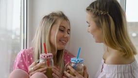Ocio de las muchachas de la proximidad de la conversación del bff de los amigos metrajes